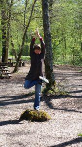 Yoga Baum im Wald